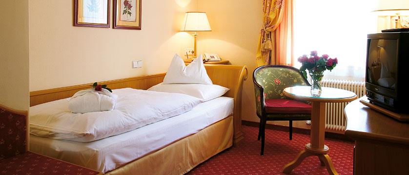 Austria_Obertauern_Hotel-Steiner_bedroom1.jpg